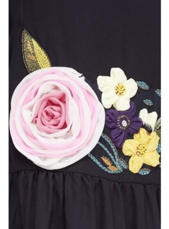 Vestido negro con aplicaciones florales
