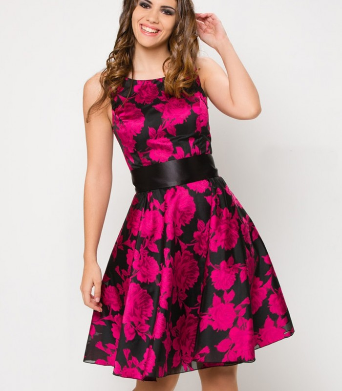Floral dress adjusted to waist for woman