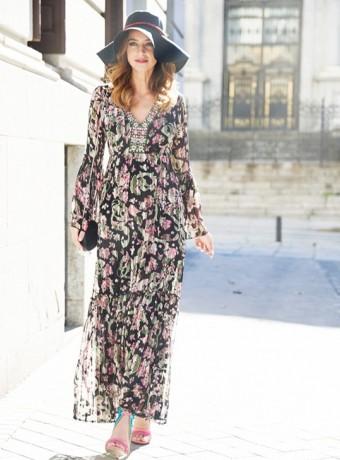 Vestido largo estampado floral en gasa con raya satén y escote bordado